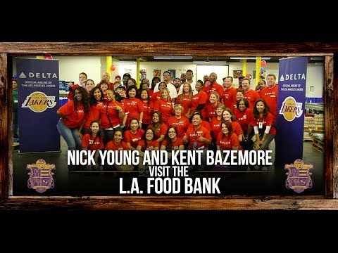 Video: Lakers Nick Young And Kent Bazemore Have Fun At The L.A. Food Bank