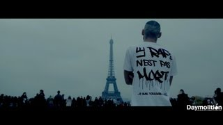 Video Un rappeur choque les touristes à la Tour Eiffel MP3, 3GP, MP4, WEBM, AVI, FLV Agustus 2017