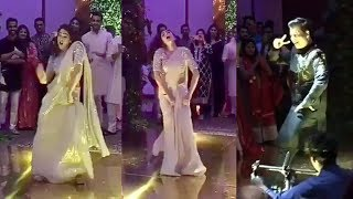 Video Sara Ali Khan & Karan Johar's Drunk Dance Video At Abujani Sandeep Khosla's Neice Wedding Reception MP3, 3GP, MP4, WEBM, AVI, FLV Oktober 2018