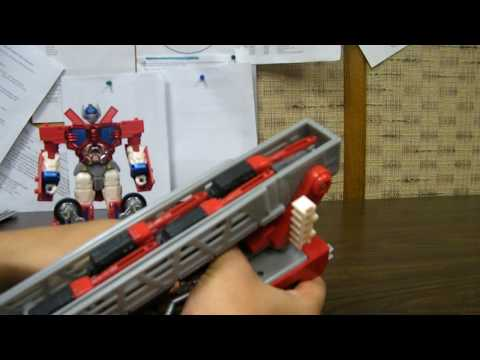 Optimus Prime - A review of Robots in Disguise Autobot Leader Optimus Prime! Thanks to Ojunix for the RID figures! You can see more items he has for sale here: http://moonba...