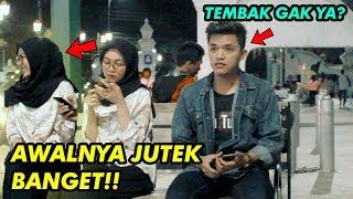Video PRANK NEMBAK CEWEK CANTIK GAK DIKENAL | JUTEK BANGET SUMPAH!! PRANK INDONESIA MP3, 3GP, MP4, WEBM, AVI, FLV Juni 2019