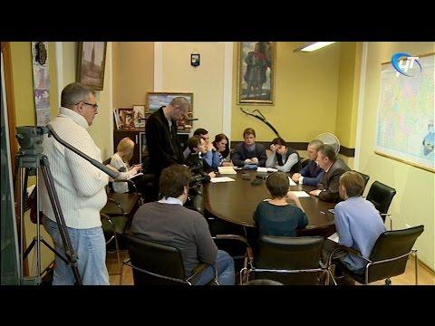 Александр Тарасов провел сегодня брифинг по поводу ситуации с пассажирскими перевозками