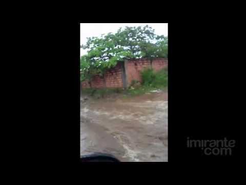 """Após chuva, avenida vira """"rio"""" em São José de Ribamar"""