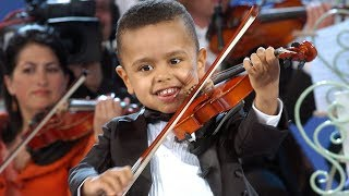Video André Rieu & 3 year old Akim Camara MP3, 3GP, MP4, WEBM, AVI, FLV Juni 2019