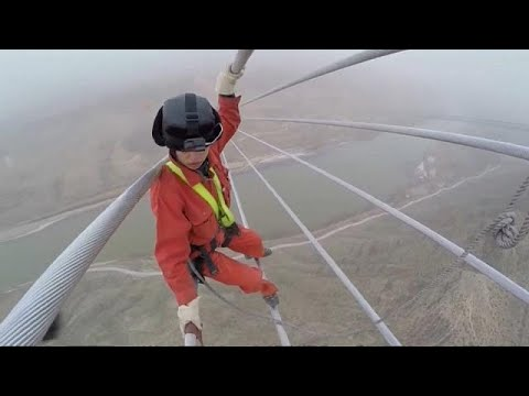 العرب اليوم - شاهد: عملية اختبار أعلى خط كهرباء في العالم