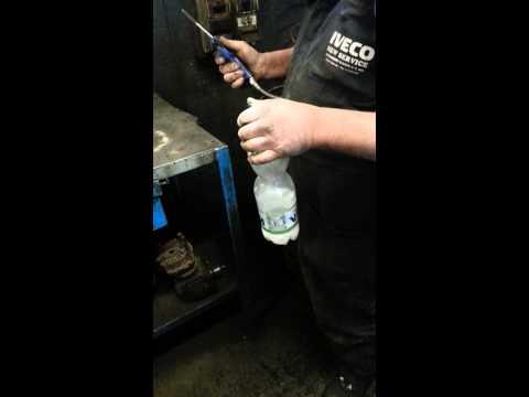 Bottiglia fatta esplodere con aria compressa