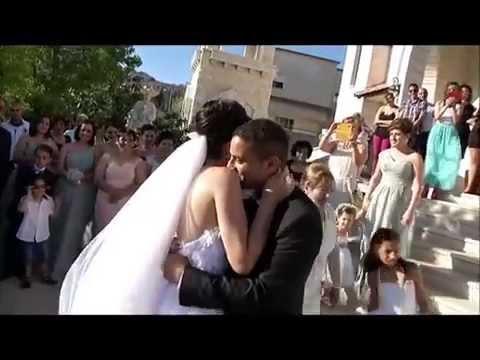 عروسة تغنى لزوجها فى الزفاف
