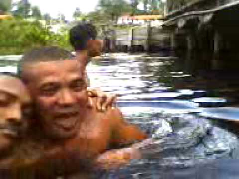 vídeo no rio da passagem em Belagua.3gp