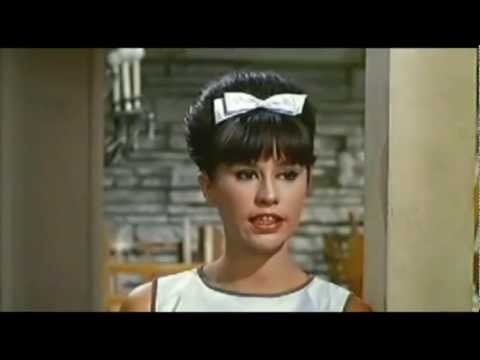 Astrud Gilberto With Stan Getz – Girl From Ipanema (1964)