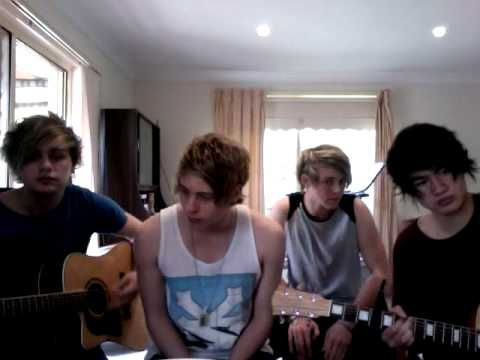 Tekst piosenki 5 Seconds of Summer - Year 3000 (Busted cover) po polsku