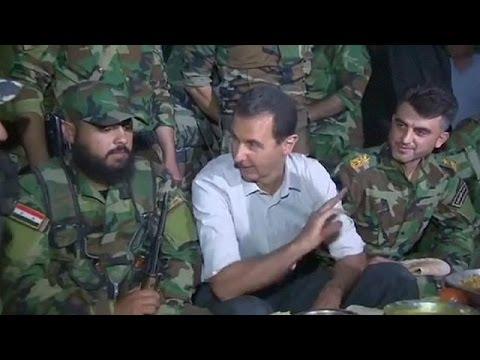 Сирия: президент Асад посетил линию фронта и разделил трапезу с солдатами