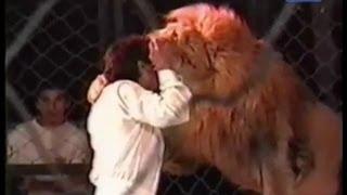 Трагедия в цирке! Лев напал на дрессировщика!