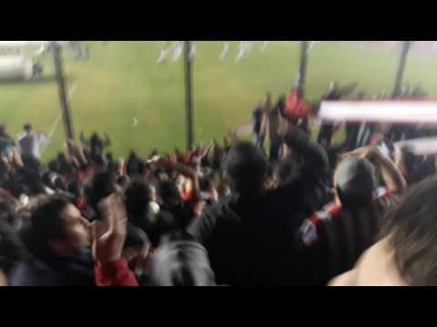 La hinchada en el final - Los Leales - Estudiantes de La Plata