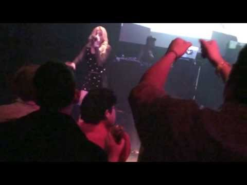 Chanel West Coast LIVE! on her PUNCH DRUNK LOVE tour in Chicago! Part 2 / 3