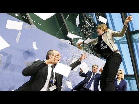 Basın toplantısında AMB Başkanı Draghi'yi şok eden protesto
