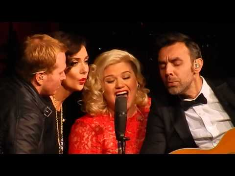 Kelly Clarkson – Wrapped In Red – Nashville Dec 20 2014