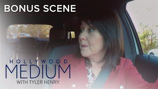 Video Tyler Henry's Mom Freaks After Meeting La Toya Jackson | Hollywood Medium with Tyler Henry | E! MP3, 3GP, MP4, WEBM, AVI, FLV Juni 2018