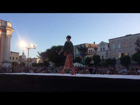 Wideo1: Fragmenty pokazu mody na leszczyńskim Rynku