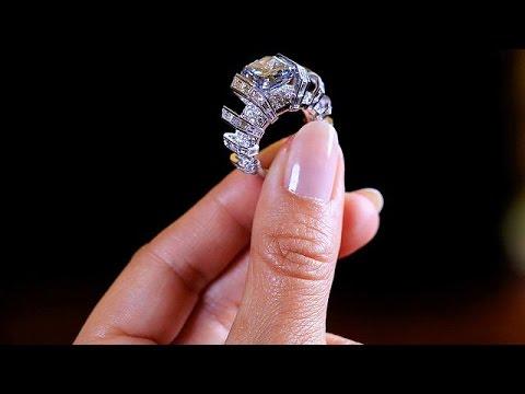 Ελβετία: Σε δημοπρασία σπάνιο γαλάζιο διαμάντι