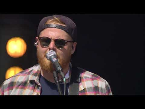 "Tom Walker ""Leave A Light On"" (Open Air Gampel 2017)"