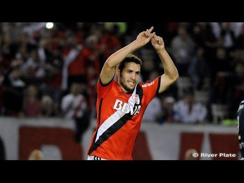 Camilo Mayada, tras convertir su primer gol en el Monumental