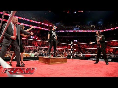 Sting ambushes Triple H and Seth Rollins: Raw, Aug. 24, 2015 видео