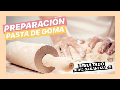 pasta de goma - Preparamos pasta de Goma, primer nivel, ingredientes 250 grs de Azucar Impalpable, 3 cucharadas de Agua, 1 de Glucosa vista mi web ___ www.adrianabologna.blo...