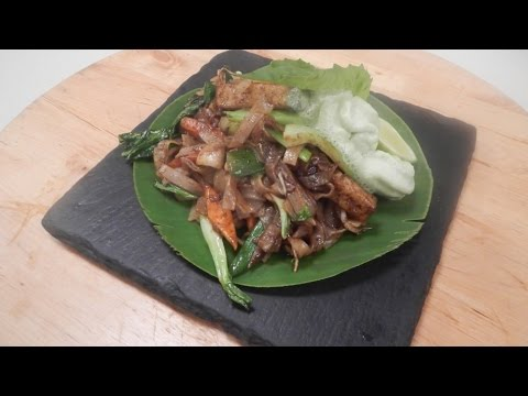 Vegetable Pad Thai Noodles with Basil Foam 20 October 2014 04 PM