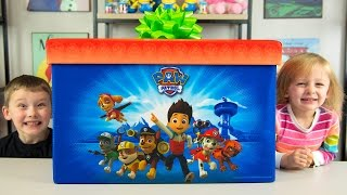 Nonton HUGE Paw Patrol Surprise Present from Santa Claus Christmas Toys for Boys Blind Bags Kinder Playtime Film Subtitle Indonesia Streaming Movie Download
