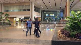 Nonton Aussie Bogan Fights Police Officers At Singapore Changi Airport Film Subtitle Indonesia Streaming Movie Download