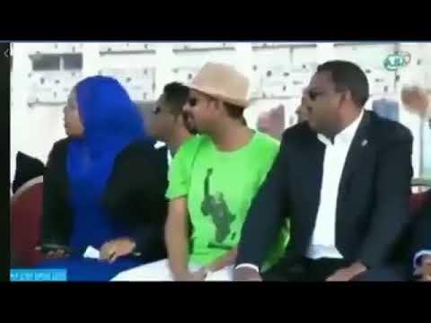 العرب اليوم - شاهد : لحظة استهداف رئيس الوزراء الإثيوبي بقنبلة يدوية