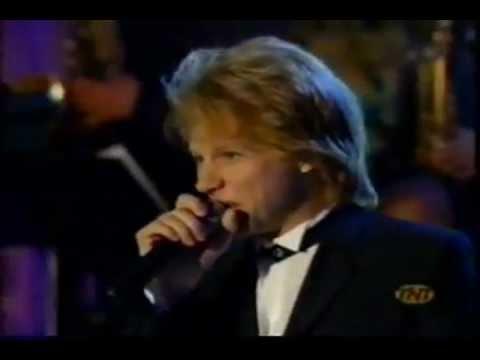 Tekst piosenki Jon Bon Jovi - Blue Christmas po polsku