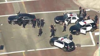 Video Police pursuit of carjacking suspects ends in Los Feliz in the Los Angeles area. MP3, 3GP, MP4, WEBM, AVI, FLV Oktober 2018