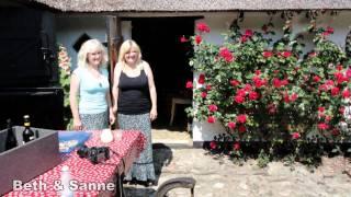 Stemningsbilleder fra en pragtfuld weekend på Drejø i juli 2010, hvor Lasse & Mathilde underholdte på Gammel Elmegaard hos...