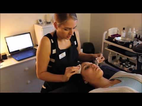 Professional Extractions Lift & Pump | Blackhead Extraction | Esthetician Training Tutorial