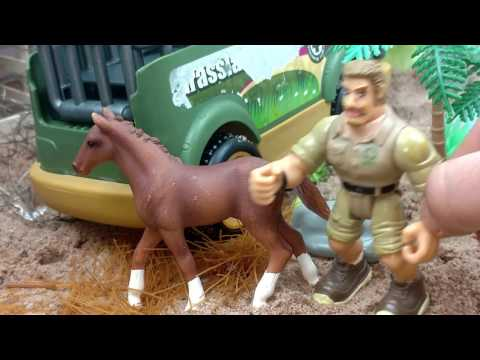 Small World Of Horses/Safari Ltd Schleich Toys/Fun Kids video/Galloping,Eating,Riding/Stable Farm