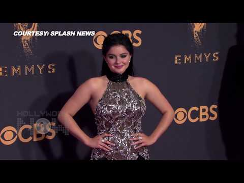Ariel Winter Wardrobe Malfunction In Double Thigh-slit Gown On Emmys 2017 Red Carpet (видео)