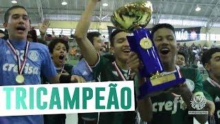 O Palmeiras segue mostrando sua supremacia na base do Futsal no Estado de São Paulo. O Verdão faturou, no último sábado (8), o título do Metropolitano nas categorias Sub-14, Sub-16 e Sub-18.--------------------Assine o Premiere e assista a todos os jogos do Palmeiras AO VIVO, em qualquer lugar, na TV ou no Premiere Play: http://bit.ly/1myhErs E se você já assina, participe da pesquisa e diga que seu time é o Palmeiras: http://bit.ly/2ad5HJo------------------------Seja Sócio Avanti, com desconto em ingressos e privilégios exclusivos! Clique aqui: http://bit.ly/1uKJsbA