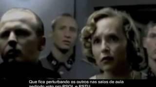 Momento em que Hitler descobre que sua inscrição no Aluno Online foi invalidada.Twitter do autor do vídeo: www.twitter.com/jjsoares
