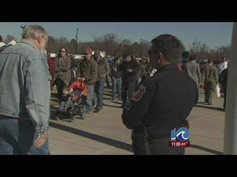 Hampton gun show draws large crowd
