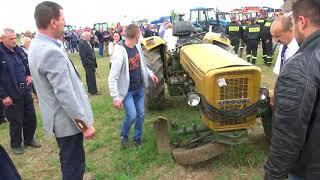 """""""Zbychu k**wa zsiadaj!"""" Rolnik po dachowaniu traktorem chciał jechać dalej!"""