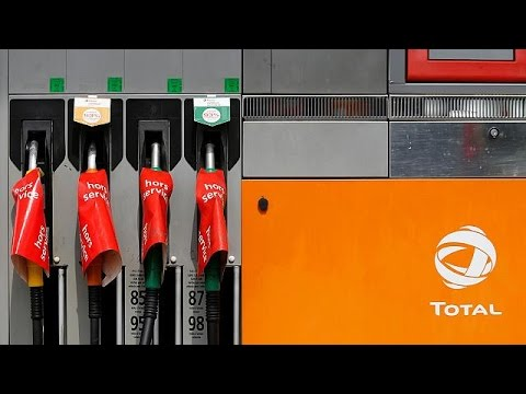 Γαλλία: «Βελτιώνεται αλλά παραμένει» η κρίση στα καύσιμα