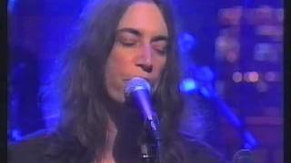 Patti Smith - Because The Night (Live On Letterman 1998)