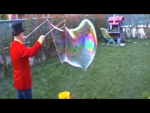 gonfia una bolla di sapone in una giornata gelida!