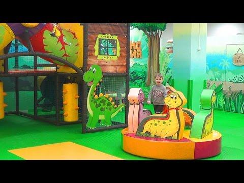 Игровая комната Динотопия - горки с шариками, лабиринт, батут - Развлечения для детей (видео)