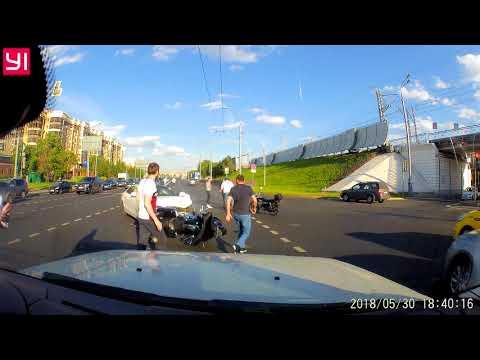 ДТП с мотоциклистом в Москве на улице Хамовнический