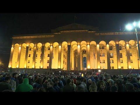 Διαδηλώσεις έξω από το κοινοβούλιο της Γεωργίας