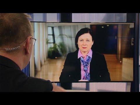 Η Αντιπρόεδρος της Ευρωπαϊκής Επιτροπής, Βέρα Γιούροβα στο Euronews…
