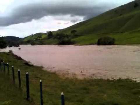 Enchente em Carvalhos!!! fúria da Água