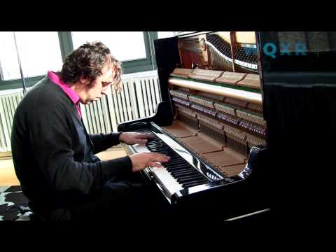 chilly - Chilly Gonzales performs a medley of his songs